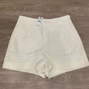 Size 4 Express Cream lace shorts NWT